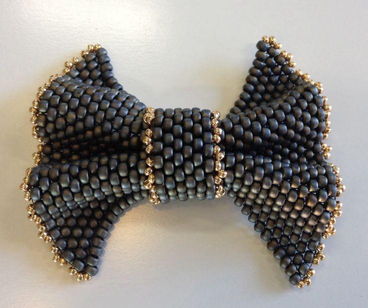 Beaded bow class using Miyuki seed beads.   http://www.thebead.co.uk/acatalog/Jewellery_Making_Classes_Glasgow.html