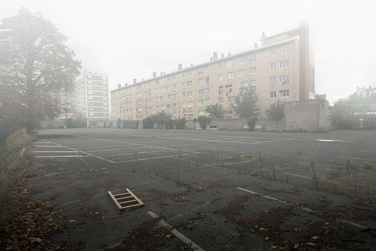 Ce qui reste de l'utopie : Un roman photo de Julien Mauve http://www.lumieresdelaville.net/2014/04/01/ce-qui-reste-de-lutopie-un-roman-photo-de-julien-mauve/