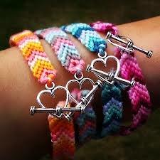 easy chevron friendship bracelet with a charm