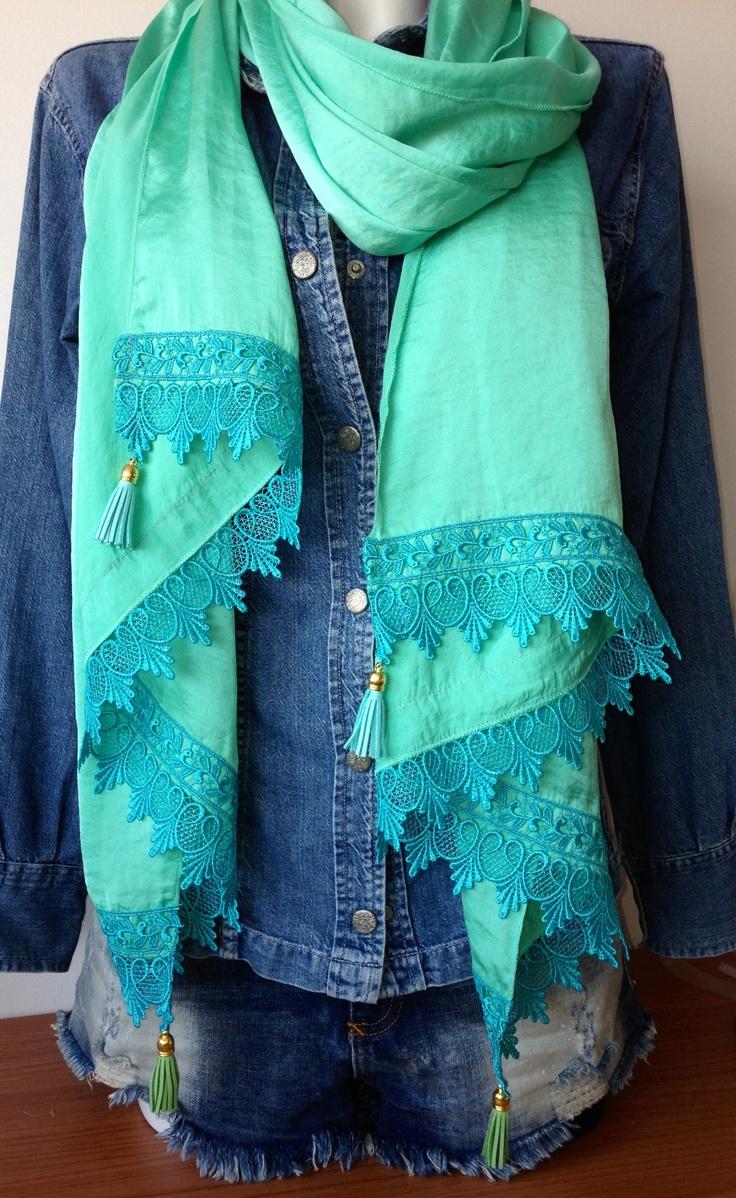 Xl-sjaal met kant en leren kwastjes blauw/groen
