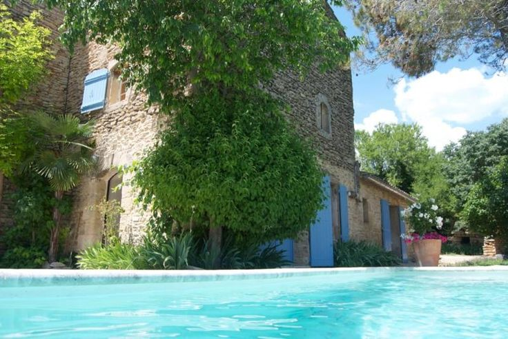 An outstanding location. A lovely 17th Century villa with pool in Gordes