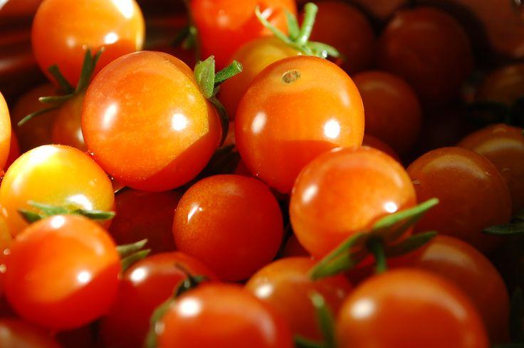 {BlogPost} Loving on #tomatoes! #gardeningtips via @Gardenrockin #Enjoy!