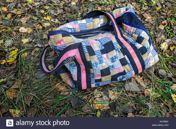 Download this stock image: Beautiful women's picnic bag of colorful scraps of fabric in patchwork on the background of autumn leaves. Handmade. - KKTB5X from Alamy's library of millions of high resolution stock photos, illustrations and vectors.