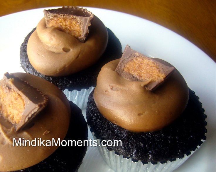 REESES PEANUT BUTTER CUPCAKES