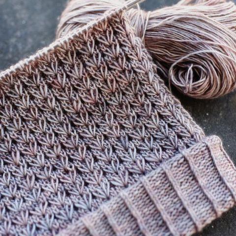le très beau point du joli cœur : je vous propose ce point au tricot qui est vraiment joli et facile à faire soit pour un bonnet ou autre chose