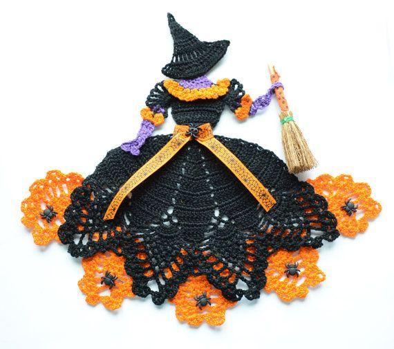 Tapetito de ganchillo de la mano de Halloween bruja por designedbyl