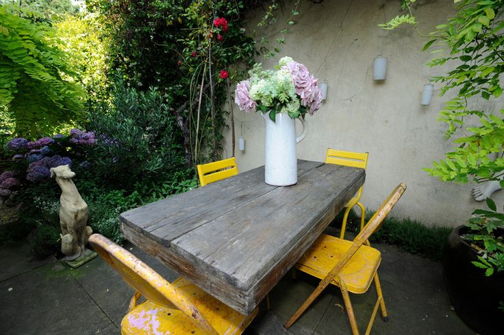 Decorating: 10 Reasons to Love Folding Bistro Chairs