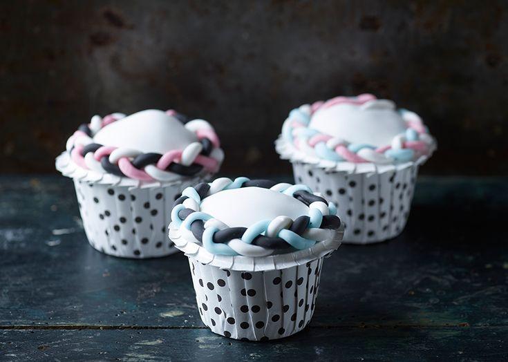 Vanilje cupcakes med hvid fondant - Se opskrift her