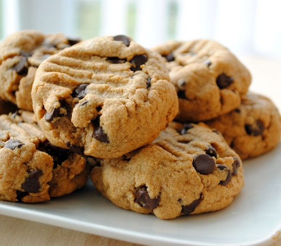 15-minute Flourless Peanut Butter Cookies: Peanuts, Chocolate Chips, Flourless Peanut, Recipe, Chocolates, Butter Chocolate, 15 Minute Flourless, Chocolate Chip Cookies, Peanut Butter