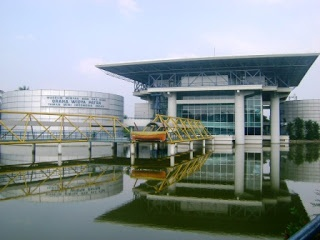 """Museum Minyak dan Gas Bumi """"Graha Widya Patra"""" (Gawitra) terletak di bagian timur Taman Mini Indonesia Indah berdekatan dengan Taman Burung dan Museum Listrik dan Energi Baru."""