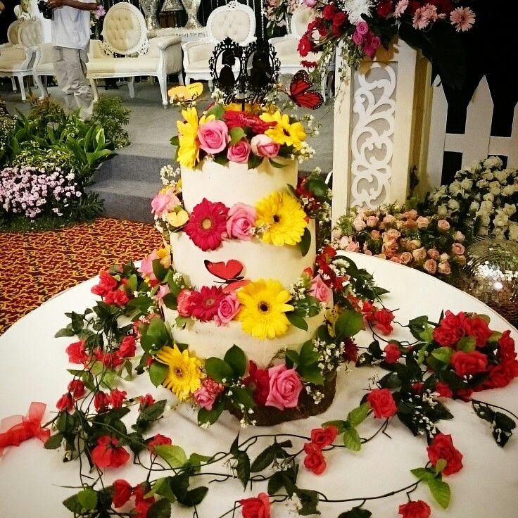 Beautiful 3 tiers Chocolate Oreo Cream Cheese Cake for Wedding by Cassonade,  ig: Cassonadecake