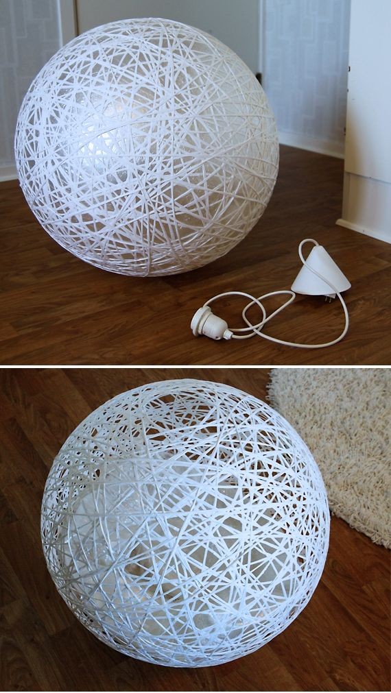lámpara gigante usando una pelota de pilates, papel film, cuerda y cola