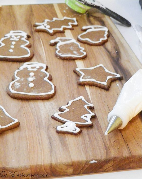 Pepparkakor #TwelveDaysofSanta | Webicurean Pepparkakor, crisp, thin cookies, laced with ginger, cloves, and cinnamon, are a popular Swedish Christmas tradition.