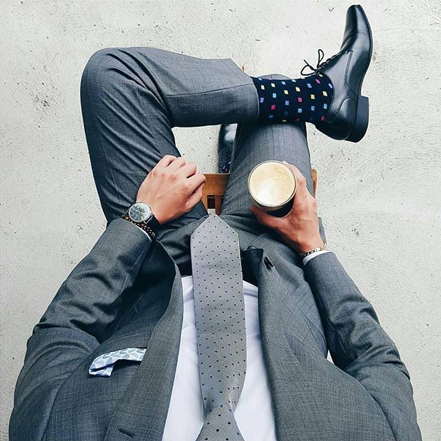 A simple, stylish men's suit is not complete without some equally fahionable men's socks. #DonPabloOnline http://www.99wtf.net/men/mens-accessories/guide-to-wear-accessories/