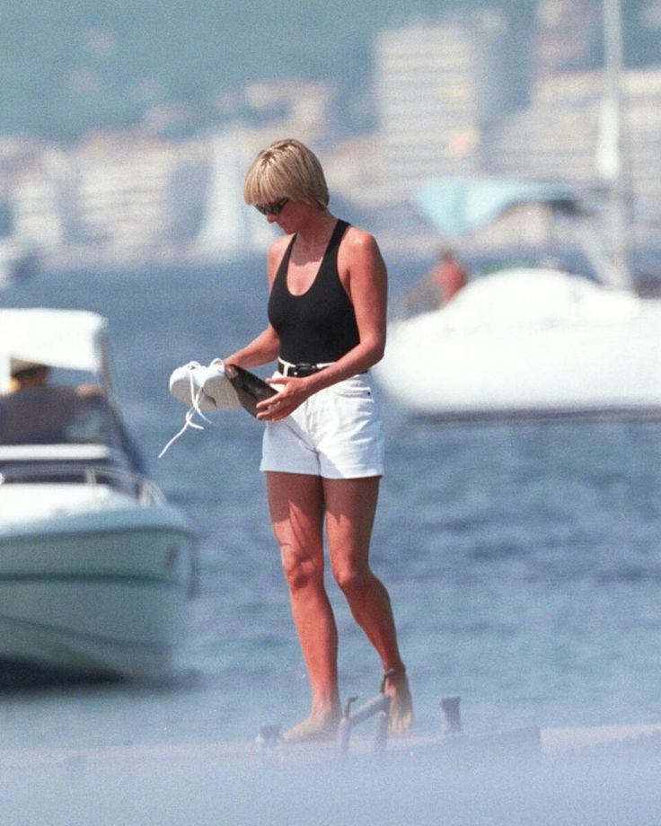 """746 Likes, 5 Comments - Princess Diana Forever (@princess.diana.forever) on Instagram: """"22 August 1997: A paparazzi photo of Princess Diana at St. Tropez in South of France, carrying a…"""""""