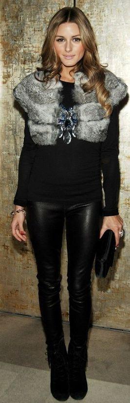 Olivia Palermo avec son col en fourrure et son pantalon en cuir   http://www.canadienne-griffes.fr/vetements-femme/cols-tours-de-cou-echarpes-etoles_123  http://www.canadienne-griffes.fr/vetements-femme/pantalons-pantalons-jupes-et-robes_39