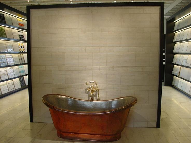 Los Angeles Showroom Clothilde Bathtub Display