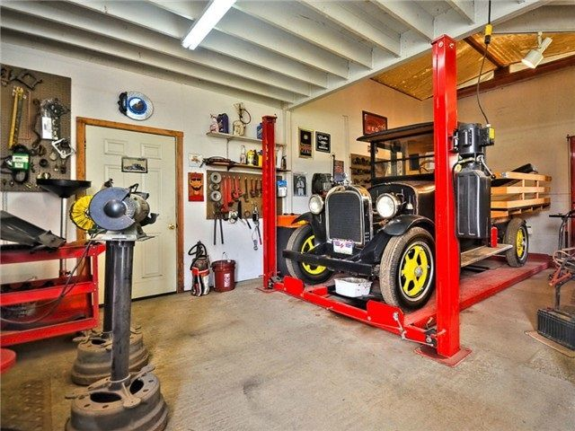 Mechanic's Dream Shop. Car lift and full scale automotive shop. Can still be used for Equestrian purposes. Bring your own creative ideas.
