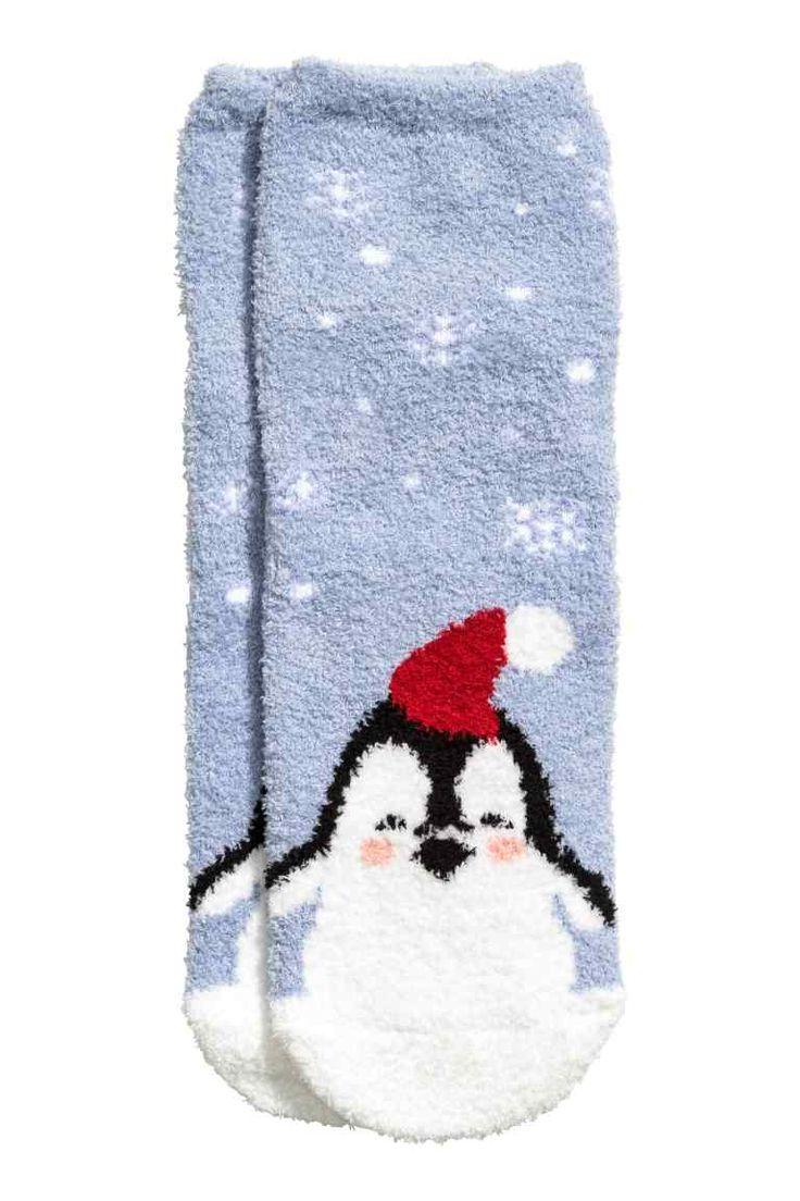 Calze in ciniglia: Calze in maglia fine di morbida ciniglia con gambale basso ed elastico in alto. In confezione regalo coordinata.