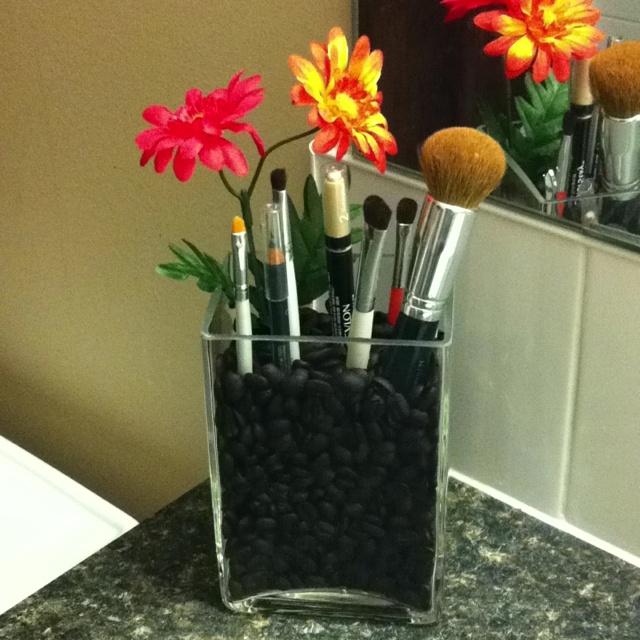 DIY Make-up brush holder!!