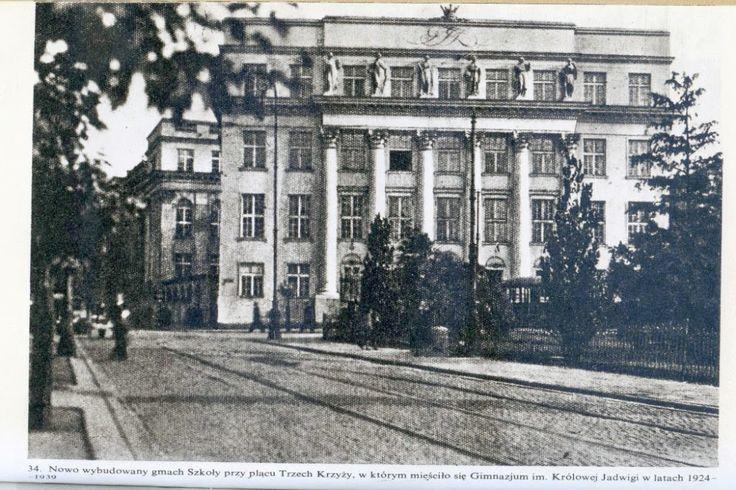 1924 - Pierwsze Żeńskie Gimnazjum im. Królowej Jadwigi w Warszawie. Widok od strony Pl. Trzech Krzyży