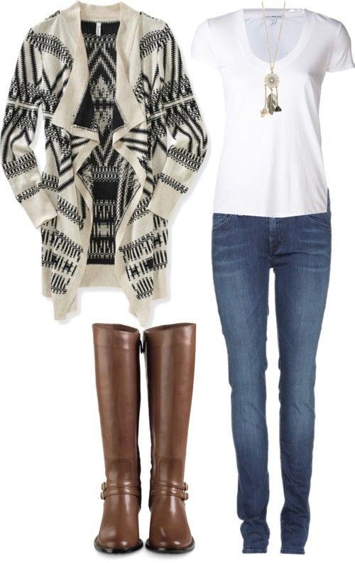 Were all about lights but Christmas means winter and winter means fabulous cold weather clothing. Love the outfit and the great way it can transition from cool to snowy weather. Love this seasons heavy sweater trend.