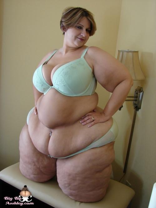 Amator nude muse bikini