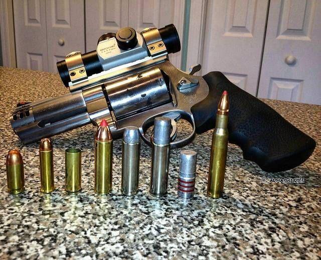 Left to right: ✔️45 ACP 230 gr✔️357 Magnum 125 gr✔️44 magnum case (out of bullets)✔️500 S&W 300 gr✔️500 S&W 440 gr✔️500 S&W 700 gr✔️500 S&W 700 grain bullet ✔️30-06 160 grain (seated out)MΔΠUҒΔCTURΣR: Smith & Wesson MΩDΣL: S&W500 CΔLIβΣR: 500 S&W MagnumCΔPΔCITΨ: 5 RoundsβΔRRΣL LΣΠGTH: 4ШΣIGHT: 1576 g