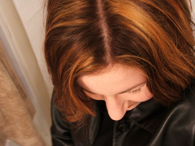 How to Highlight Hair at Home With Foil