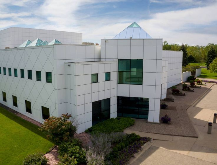 Wander Minnesota: Touring Paisley Park October 6, 2016 9:17 PM By Amy Rea Paisley Park opened (briefly) as a museum Thursday. If you have the opportunity to go -- do it.