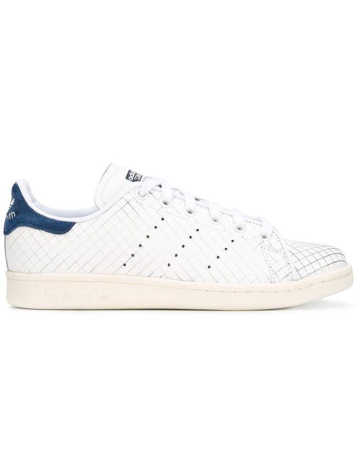 ¡Cómpralo ya!. Adidas Originals Zapatillas stan Smith. Zapatillas Stan Smith en piel de becerro blancas de Adidas Originals con puntera redonda, cierre con cordones en la parte delantera, logo en relieve en la lengüeta, acolchado en los tobillos, talón en contraste, suela de goma y tres rayas perforadas a cada lado. Talla: 5. Color: Blanco. Sexo: Mujer. Material: Piel de Becerro/Cuero/Caucho. , deportivas, sport, deporte, deportivo, fitness, deportivos, deportiva, deporte, trainers, sport...
