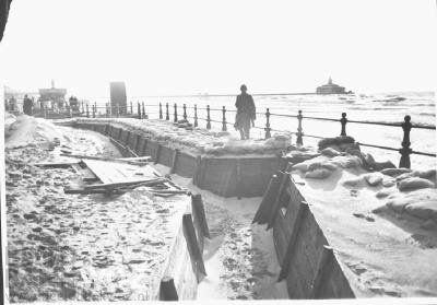Loopgraven op de boulevard te Scheveningen.  Beeld Datum Periode: 1939-1940