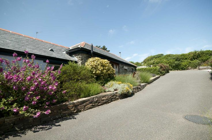 Lavender Barn, Crantock, Cornwall TR8 5RB. Sleeps 2, Dog Friendly.