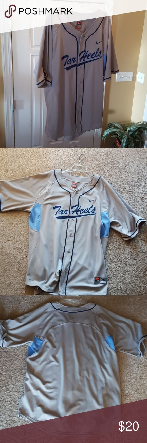 Men's Nike Fit-Dry Tar Heels Baseball Jersey Button down shirt. Great for Tar Heel fans! The jersey runs a little big.  It has been well cared for.  It comes from a smoke free and pet free home. Nike Shirts