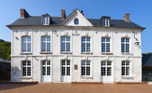Changement de 21 fenêtres cintre surbaissé à la Mairie de Val de la Haye | MCP Menuiserie Rouen et Pavilly