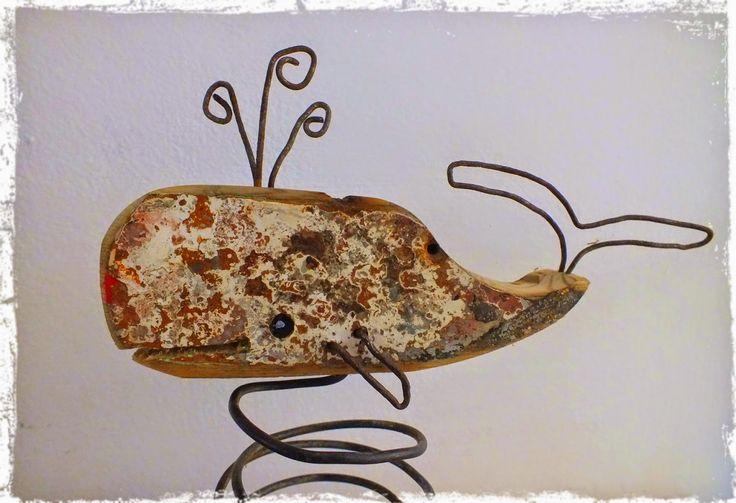 Mini cachalot mobile en bois flotté et métal