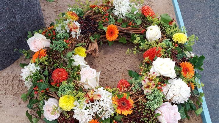 Symbolfloristik : Blütenreicher Kranz