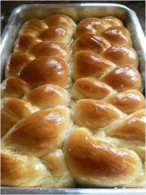 A Receita de Pão Doce Simples é fácil de fazer e fica muito fofinha e saborosa. Faça já o pão doce simples para o seu café e agrade toda a família!