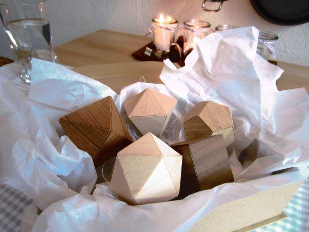 Christbaumanhänger aus Furnier, Tags DIY, Anhänger, Christbaumschmuck, Wohnzimmer, Diamant, Furnier, Geometrie, Papierdiamant