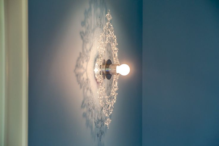 Смелое решение для декорирования стен – эффектное 🌟бра ГАМБУРГ.👍Искусно выполненный резной узор завораживает, обеспечивая тонкую игру света и теней.🎷❤️👌  В интерьере 🌟бра ГАМБУРГ: https://regenbogen.com/regenbogen-gamburg-605020201/  #Бра #СветильникиНастенные #БраНастенные #СветильникиБра #БраНаСтену #БравМоскве #БелыеБра #Светильники #Лампы #СветильникБелый #НеобычныеСветильники #homedesign #СветвДоме #homesweethome #Бра_regenbogen #regenbogen #регенбоген