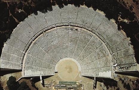 Η τελειότητα του αρχαίου θέατρου Επιδαύρου