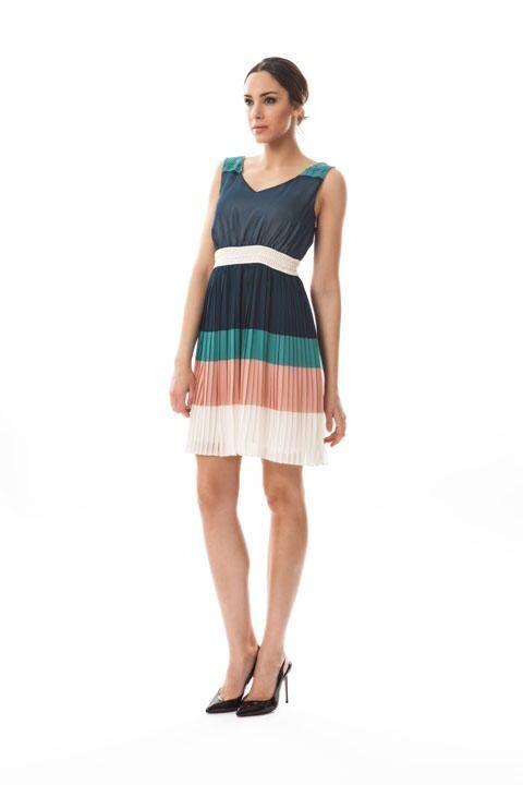Bonito vestido de temporada Van-dos... Queda precioso, disponible en Caprizzio