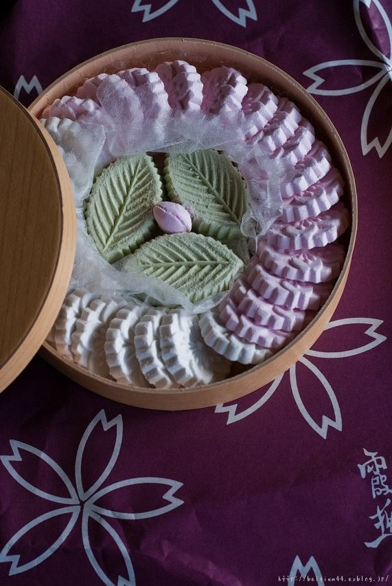 Japanese sweets in the shape of Sakura (cherry blossoms) | Yoshino, Nara, Japan 葛干菓子