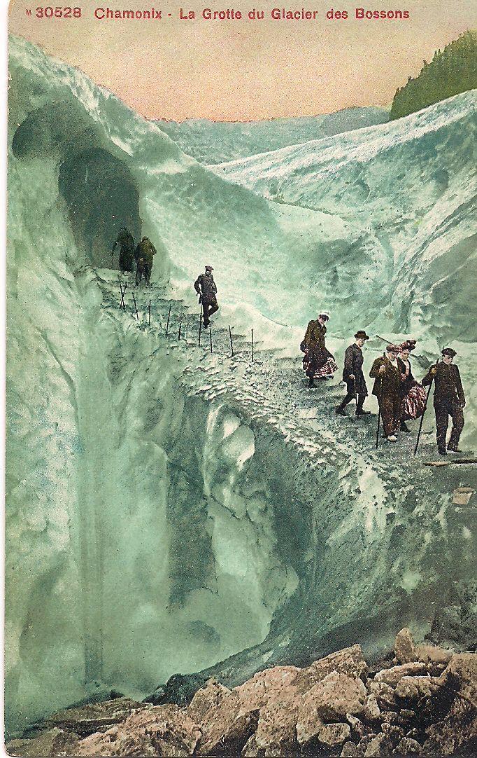 Carte Postale. Chamonix- La Grotte du Glacier des Bossons.