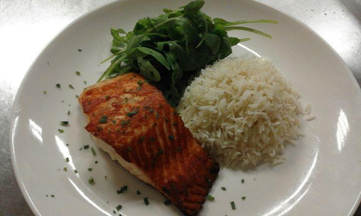 Salmone alla Brace con insalatina di Rucola e Riso Bamsati...un perfetto piatto estivo!