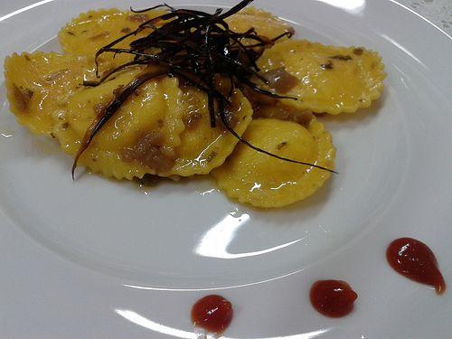 cappellacci al formaggio con bastoncini di melanzana