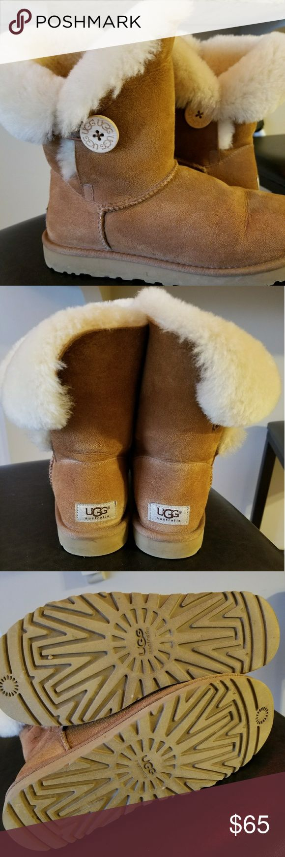 UGG Boots, Women's Size 7 & UGG Cleaning Kit Great condition, UGG boots, size 7. Comes w/unused cleaning kit. Non-smoking home. UGG Shoes Winter & Rain Boots