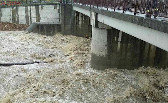 Rozvodněné řeky v Moravskoslezském kraji mají zřejmě první oběť