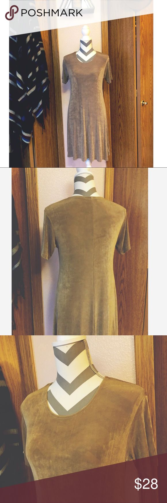 """•Vintage 90s/ Tan Mini Slinky Dress• So 90s🦋 So cute! 90s slinky mini dress. In great vintage condition. It's a neutral pretty tan color. Very """"Slinky"""" has a lot of bounce. Dress up or down! Tag size M, true to size (with stretch)   •92% Acetate & 8% Spandex   •LENGTH/ 36"""" long  •BUST/ 36"""" around  •WAIST/ 34"""" around  •HIPS/ 50"""" around Vintage Dresses Mini"""