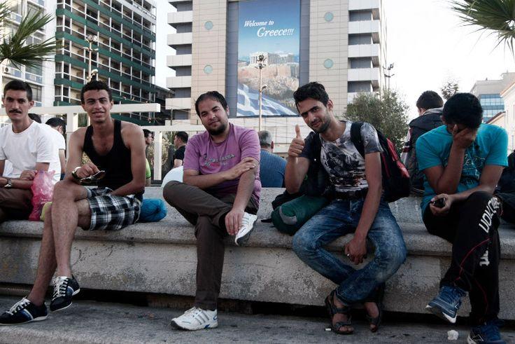 Στον Πειραιά περίπου 2.000 μετανάστες από τη Μυτιλήνη και στη συνέχεια στην... Ομόνοια [εικόνες] | iefimerida.gr